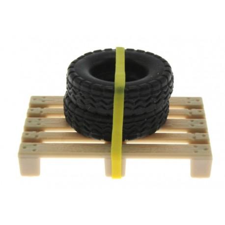 Zwei Reifen auf Palette 1:32
